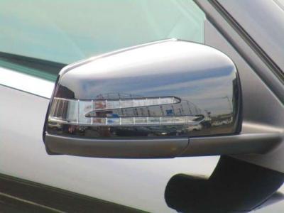 運転席、助手席側からはブラインドスポットアシスト機能、後方からの車両の接近をお知らせします。