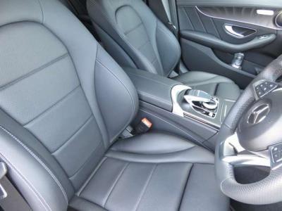 黒革シート、運転席助手席にはシートヒーター完備されております。
