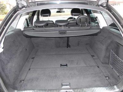 荷室スペースも広く使い勝手の良い車両です