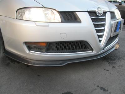 カーボンリップ装着!!イタリアならではの、デザインへの限りない追求が生み出した特別な個性をもったお車です!!