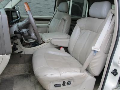 ご覧になれば納得の良質で豪華なシートヒーター付き本革シートです!!