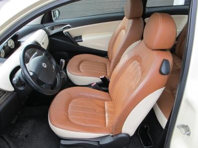 パフォーマンスと個性的なデザインを高いレベルで両立したお車です!!