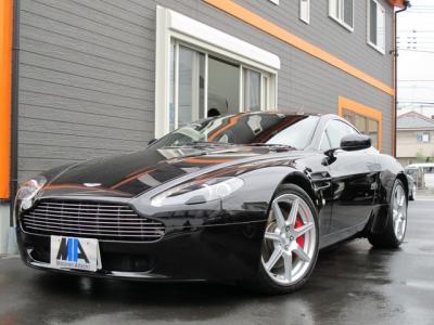 アストンマーチン V8