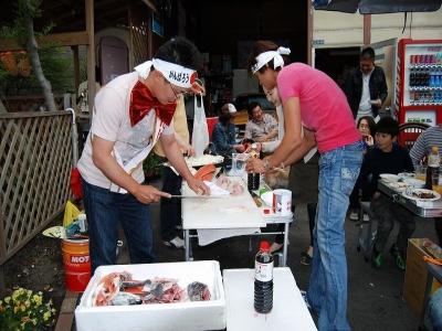 ☆★ショータイム★☆03 なんと、弊社STAFFの黒井がお魚の解体ショーを披露! 美味しいお刺身を召し上がって頂きました