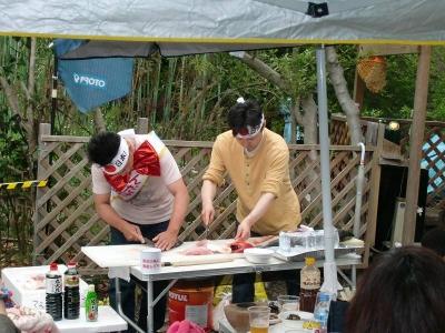 ☆★ショータイム★☆02 なんと、弊社STAFFの黒井がお魚の解体ショーを披露! 美味しいお刺身を召し上がって頂きました