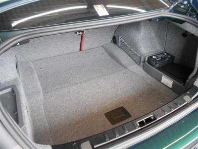 トランク容量は440L。後席を二分割で前に倒すことが出来るのでさらに容量を増やすことができます。普段使いでは十分なスペースを持っています。★全国納車承ります「http://tsutae-factory.com」