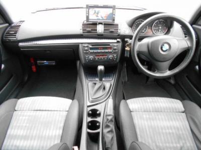 黒とグレー柄を基調としたハーフレザーのスポーツシートとブラックカーボン柄の内装は、通常モデルと違って特別限定車のみのスポーティーでカジュアルテイストな空間が体験出来ます!