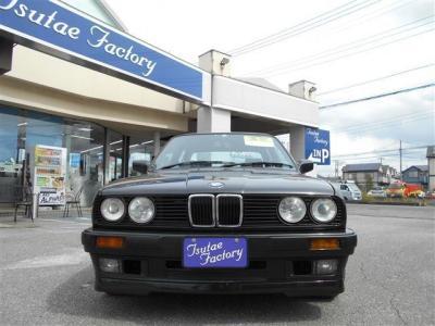 E30型 320i 希少右ハンドルが入庫致しました!みんな大好き六本木のカローラでございます!★整備も元BMW正規ディーラーメカニック在籍の「つたえファクトリーに」お任せ下さい!「http://tsutae-factory.com」