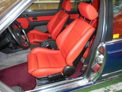 E24型M6はシートポジションが今時のスポーツカーと比べて低すぎないので乗り降りもし易く運転もしやすいですよ!!
