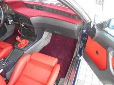 助手席は運転席よりもさらに広く快適な空間が広がっています。この年式でパワーシートを装備しているとは驚きです。