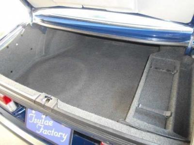 十分なラゲッジスペースが確保されたトランクルームは、今時の車にひけをとらないくらいの容量で、荷物と一緒に沢山の思い出も詰め込んで下さい!!