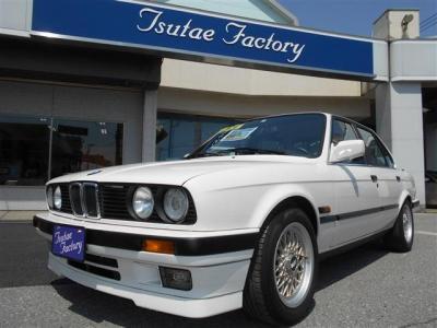 弊社にて販売・整備実績のある E30型 325i 5MT載せ替え 左ハンドル アルピンホワイトへ全塗装済みの車両入庫致しました!★整備も元BMW正規ディーラーメカニック在籍の「つたえファクトリーに」お任せ下さい!
