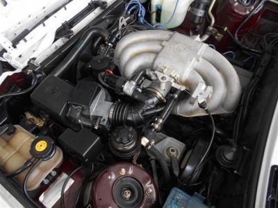 """搭載される2.5L直列6気筒エンジンは、170馬力、トルク22.6kgを発揮します。小柄なボディにレスポンスよく回るBMWのシルキーシックスを堪能ください! BMWの""""駆け抜ける歓びはこのお車で感じることが出来ますよ!"""