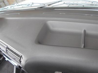 当時の雰囲気を残したダッシュボードは目立つヒビなどが見当たらず使用感の少ない状態を保っています。30年間の景色を見てきたこのE30は、貴方をきっとワクワクとさせてくれますよ。