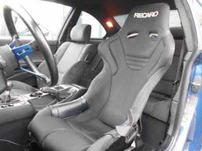 RECAROフルバケットシート。シートレールが付いておりますので前後の調整が可能です。