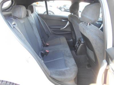 リアシート用エアコン吹き出し口も装備されているので、後部座席でも快適に過ごすことができます!!