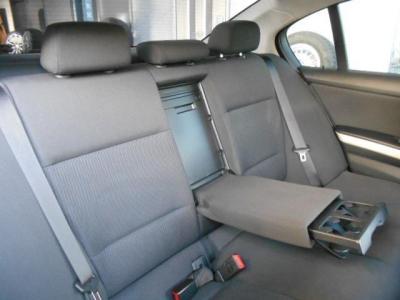 流石セダン!!間口の広い後部座席は、足元空間も後輪駆動とは思えないくらい十分に確保されています!! 是非店頭にて現車でお試し下さいね。