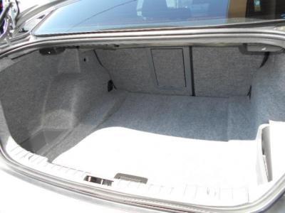 間口の広いトランクは、460Lと必要十分なラゲッジスペースが確保されており沢山の荷物を収納できます。スペアタイヤレスなので床下は小物入れになってますよ!!