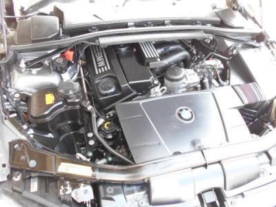 2.0L直列4気筒N46エンジンは156ps/20.4kg・mを発揮。BMWの4フィーリングを発を堪能してください