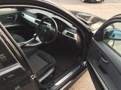 前席Mスポーツ専用スポーツシートには、運転席メモリー機能付きパワーシートは細かい調整がしやすいです。
