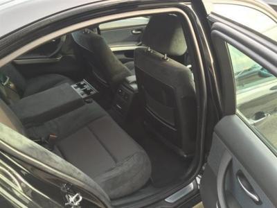 流石セダン!!十分な居住空間が確保された後席シート 後席用ドリンクホルダーに後席用エアコン吹き出し口も装備
