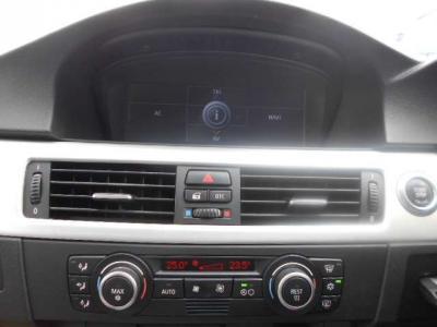 純正i-DriveHDDナビゲーション、左右独立で温度設定可能なオートエアコン、純正MDデッキとCD/DVDデッキで快適ドライブを楽しんで下さい。
