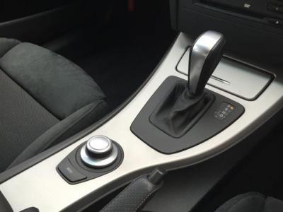 マニュアルのようなシフト操作を可能とするスイッチトロニック機能付き6速ATとi-Drive
