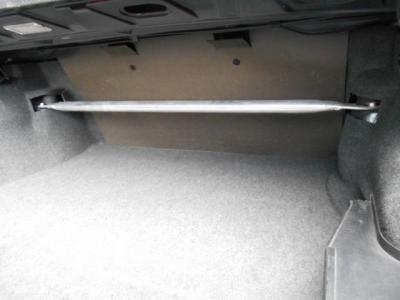 トランクルームの奥にはタワーバーを装着。M3エボリューションのボディー剛性を更に高めてくれています。