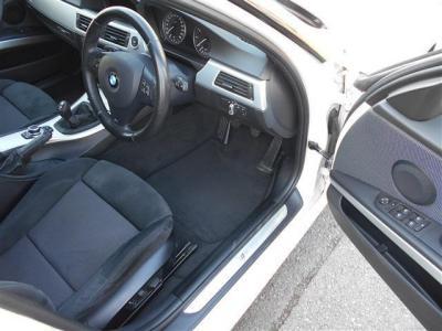 ホールド性の高いスポーツシートは、電動でサイドサポートが調整可能なメモリー機能付きのパワーシートです!! ドライバーによってベストなシートポジションを記憶させられますよ!!