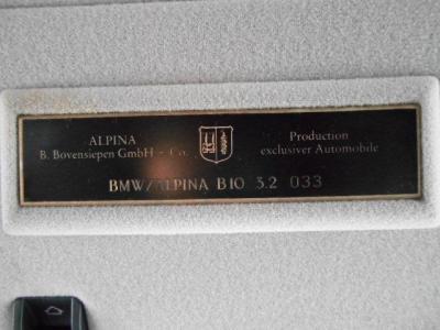ALPINA職人が丹精込めて組み上げた証のプロダクション・プレートのシリアルナンバーは033! 33号車です!