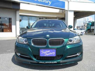 助手席にもランバーサポート機能付きパワーシートで、前席はシートヒーター付き!助手席前には格納式のカップホルダーも付いてます!グローブボックス内にはUSB差込口端子があり携帯などの充電が可能です!