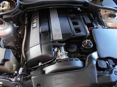搭載される2.2L直列6気筒DOHCエンジンはダブルバノス機能付きで 馬力170ps トルク21.4kgを発揮し、前期エンジンとの排気量200ccの差が余裕の有る走りを生み出しています。