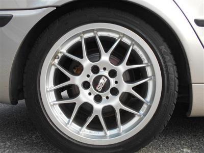 スポーティーダイヤモンドの上品なボディに組み合わされるホイールはスポーティーなデザインの18インチBBSが履かれています。