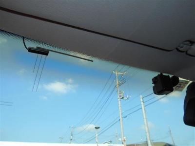 インパネに装備されているHDDナビ、カロッツェリアのVH99にはフロントカメラが装備されナビのモニターに映像を映し出します。