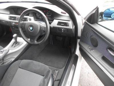 運転席はクーペの広々空間で、前席はMスポーツ専用のホールド性の高いスポーツシート!!メモリー機能付きのパワーシートなので家族でシェアする際にもご自分のベストポジションを記憶させておけます!!