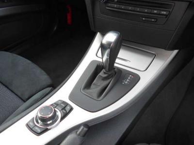 マニュアル車のようなシフト操作が可能なステップトロニック機能付き6速ATはパワーと低燃費を両立してくれます!!