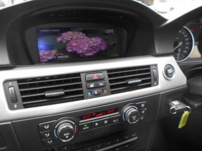 使い易くなった次世代型i-Driveと8インチワイドモニターを持つ純正HDDナビ、社外製AV I/F搭載なので地デジTVも見ることができます。