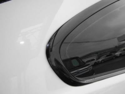 欧州車の中古で気になるモールもご覧の通りくすみも無くピカピカですよ!!