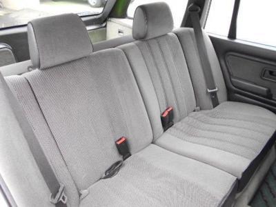 後席シートはノーマルのままとなりますが、シートの擦れや破れもほとんど見当たらず、前オーナー様がとても大切に維持されてきたことが伺えます。