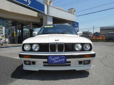 助手席のシートも同様に目立った擦れや破れは見当たりません。助手席はこのコンパクトボディとは思えないほど足元にも余裕があります。