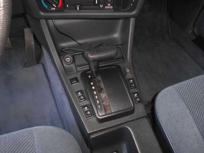 数多くのE30を手がけているつたえファクトリーだから安心!! ☆ご購入後のメンテナンスも元BMW正規ディーラーメカニック多数在籍の「つたえファクトリーに」お任せ下さい!! http://tsutae-factory.com