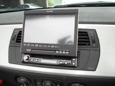 インダッシュの社外HDDナビはCD/DVD再生のほか、ミュージックサーバー機能とAUXを装備。 ドライブを更に楽しく演出してくれます。