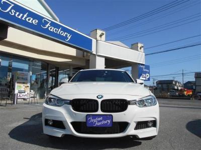 F30型、低走行&人気色のまばゆいアルピンホワイト 320i Mスポーツ!!★ご購入後のメンテナンスも元BMW正規ディーラーメカニック多数在籍の「つたえファクトリーに」お任せ下さい!! http://tsutae-factory.com