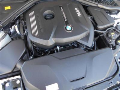 N48型2.0L直列4気筒DOHCターボエンジンは馬力184ps/トルク27.5kg・mを発揮し、アイドリングストップやブレーキ・エネルギー回生システムとの相乗効果でJC08モード燃費で16.0km/Lを達成しています。
