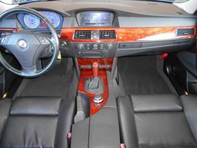 アルピナならではのクラフトマンシップのハンドメイドな内装など量産車にはない所です!アルピナのウッドパネルもとても綺麗な状態で、汚れや傷は見受けられません!