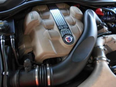 E60型のM5よりパワフルと言われる4.4LのV型8気筒DOHCスーパーチャージャーエンジンは、最大出力510ps/5500rpm、最大トルク71.4kg.m/4250rpmを発揮。71.4kg・mの異次元の加速はまさにモンスターマシン!