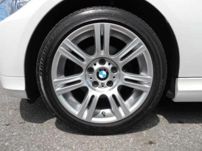 純正E90Mスポーツ17インチのランフラットタイヤを装着。 他中古AWへ換装可能!http://tsutae-factory.com/パーツ&用品/中古アウトレット/中古ホイール