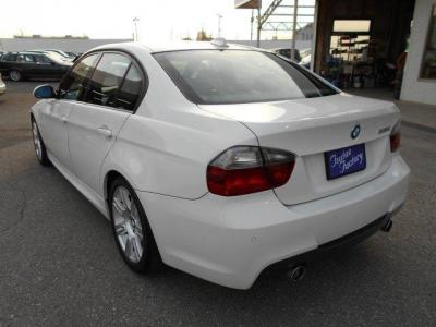 駐車時に便利な前後PDCを装備。★ご購入後のメンテナンスも元BMW正規ディーラーメカニック多数在籍の「つたえファクトリーに」お任せ下さい!「http://tsutae-factory.com」