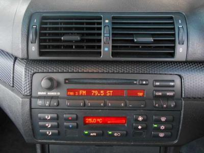 ステップトロニック付き5ATはマニュアルモードに切り替えればMT車の様にシフト操作も楽しめます!そしてスイッチに4面の窓を1度に全開閉出来るスイッチがありカブリオレにだけしかない装備です!