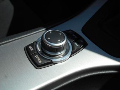使い易くなった次世代型iDrive。ナビ操作も使い易くなっていて、ロングドライブには嬉しいミュージックサーバー機能も装備されてます!!